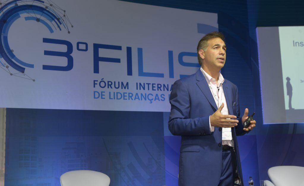 Palestra internacional sobre inspiração e liderança encerra 3º FILIS