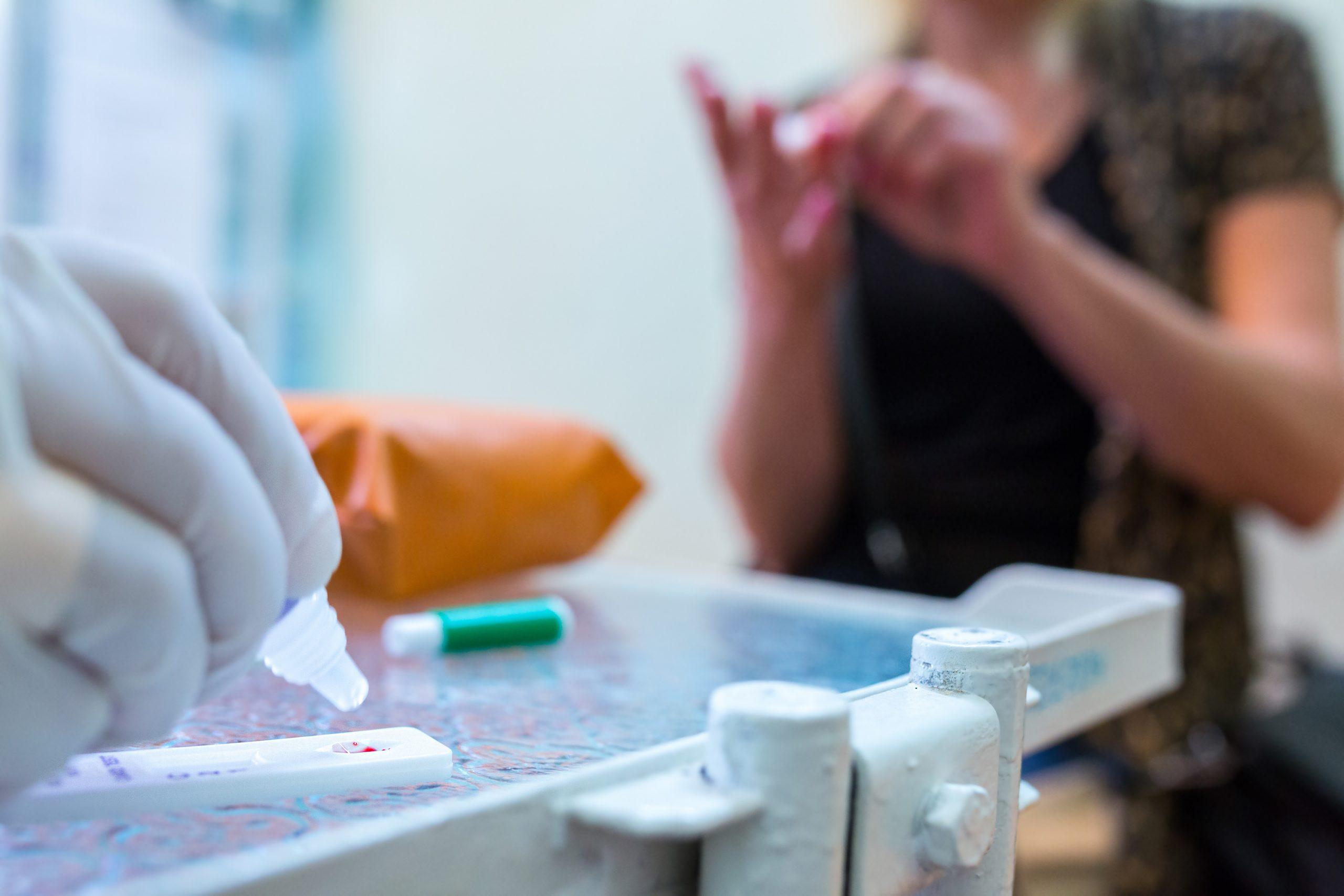 Anvisa libera realização de testes rápidos em farmácias e drogarias