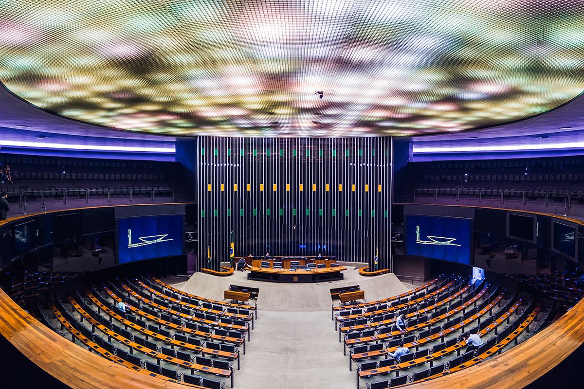 Relacionamento com poderes executivo e legislativo exige consistência